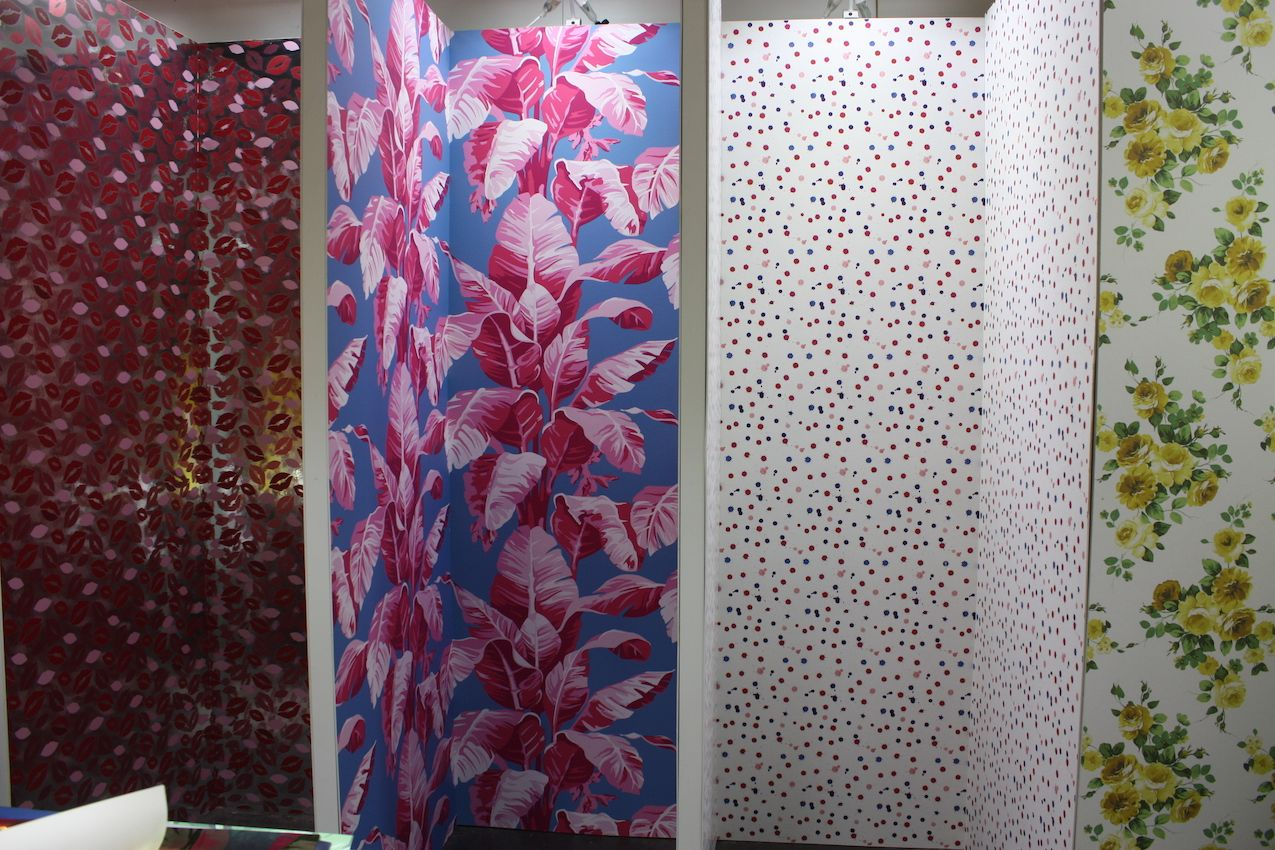Big and bold prints are the trendy choice in wallpaper.