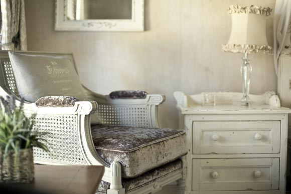 shabby-chic-furniture-style