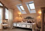 Интерьер комнат в деревянном доме – фото внутри гостиной, кухни, спальни, мансарды